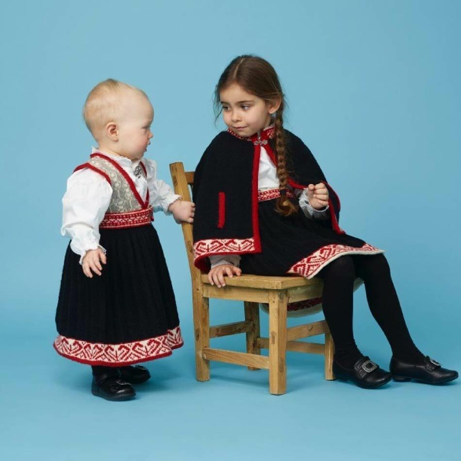 Cape festdrakt barn strikkepakke