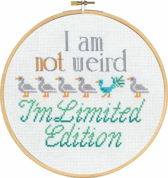 I'm not weird - tekst broderi